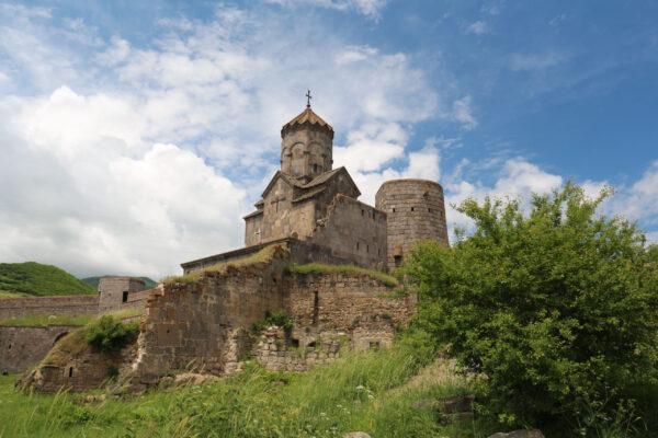 Монастырь Татев ипещерный город Хндзореск.