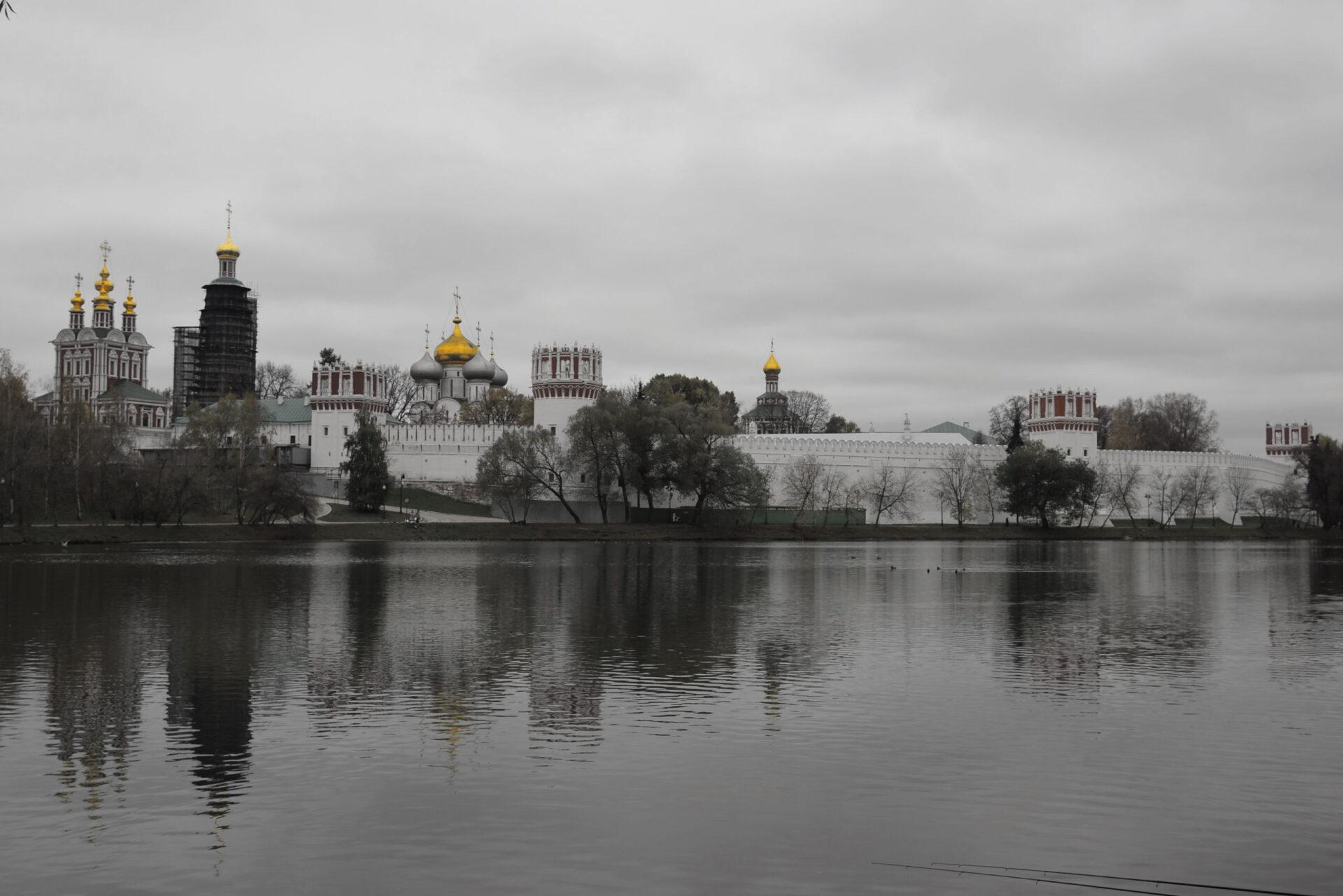 Саввинская набережная, парк Новодевичьи пруды