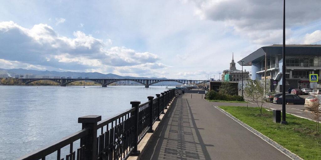 Прогулка по набережной реки Енисей в Красноярске