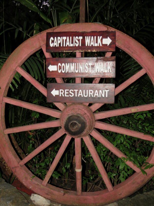 Паттайя, ресторан «Капуста ипрезервативы»