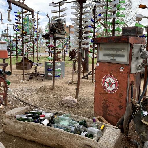 Бутылочное Ранчо Элмэра в Калифорнийской пустыне