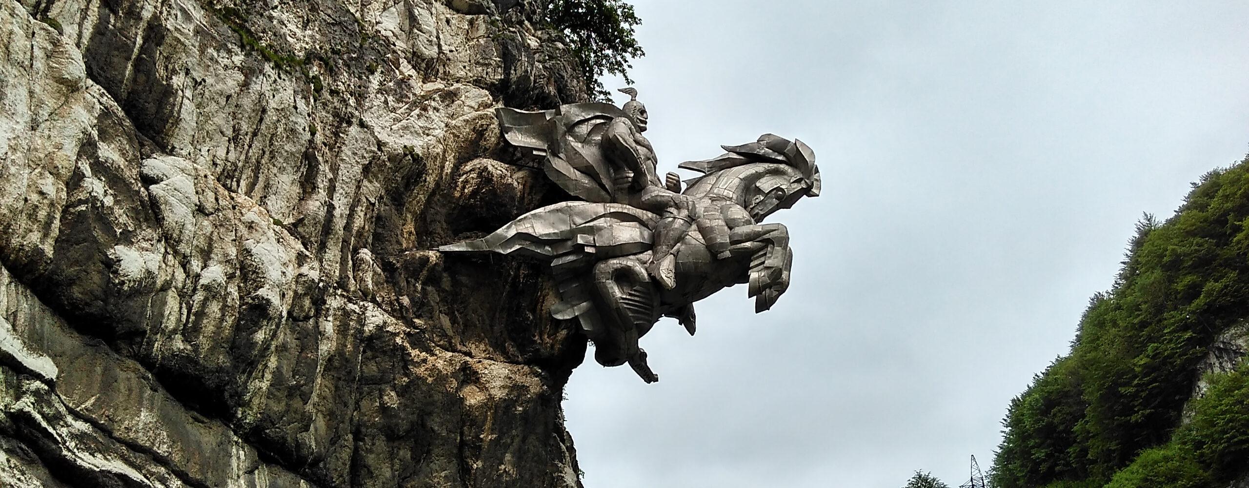 Памятник Уастырджи иопасная дорога вЦей, Лисри иЗгил